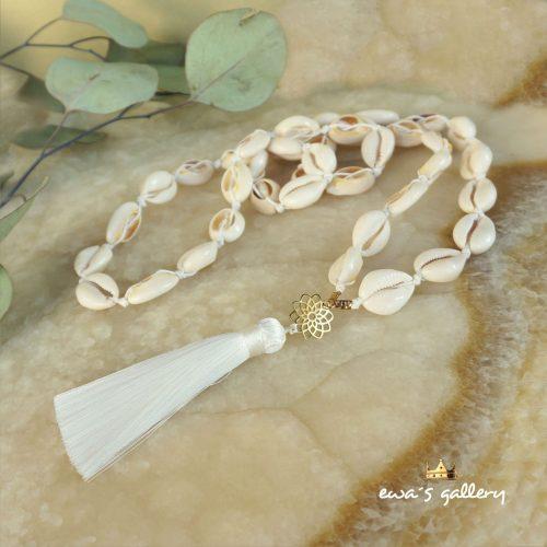 náhrdelnik japa mala z mušlí so strapcom