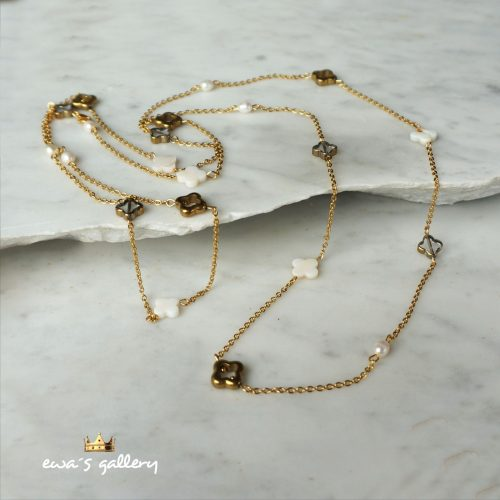 Dlhý elegantný retiazkový náhrdelník z prírodných mušlí a minerálov